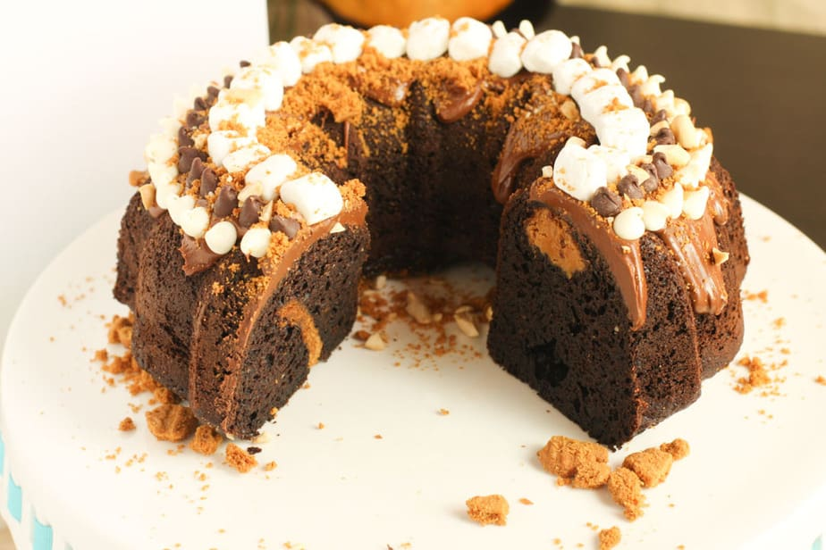 Biscoff and Chocolate Rocky Road Bundt Cake_-3