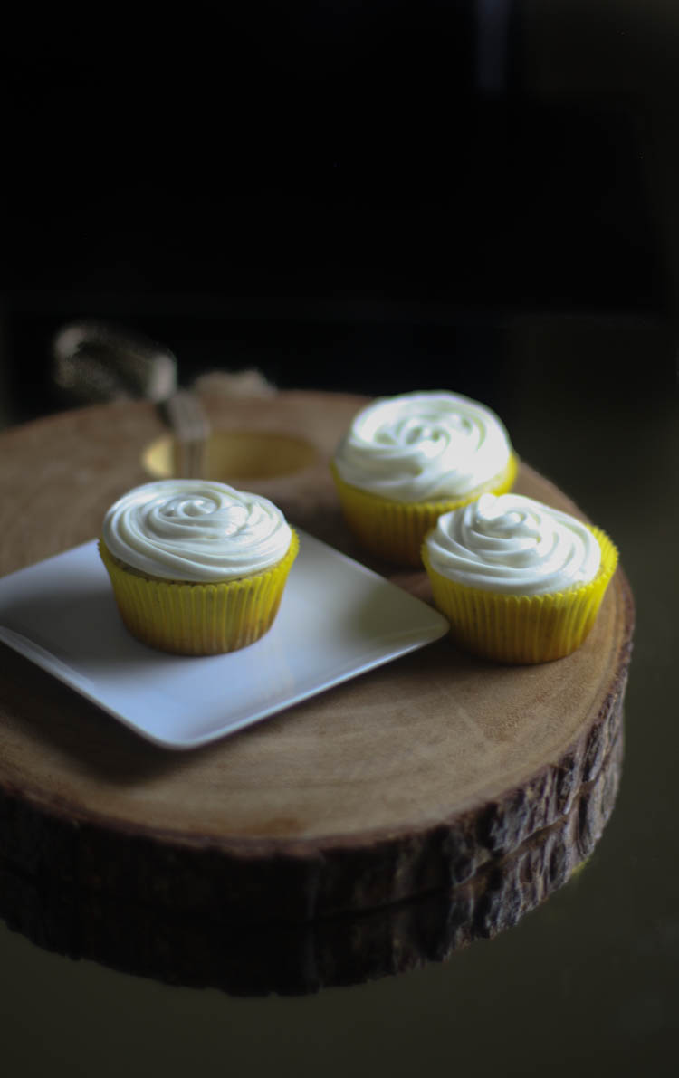 Lemon poppyseed cupcakes