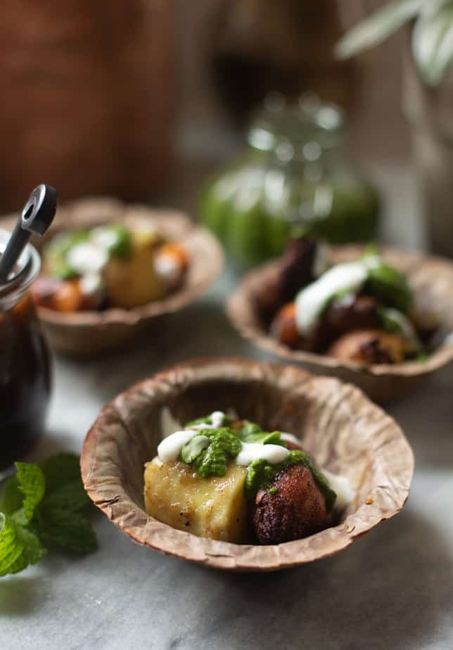 Pan fried sweet patatoes served with yogurt, mint chutney and tamarind chutney in a bowl